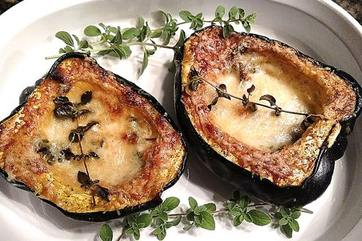 Creamy Acorn Squash: The Perfect Any Day Side Dish Recipe!