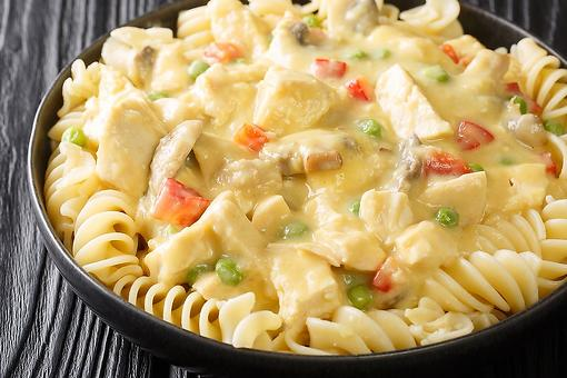 Amish Creamed Chicken Recipe With Noodles: A Creamy Chicken Recipe Ready in 20 Minutes