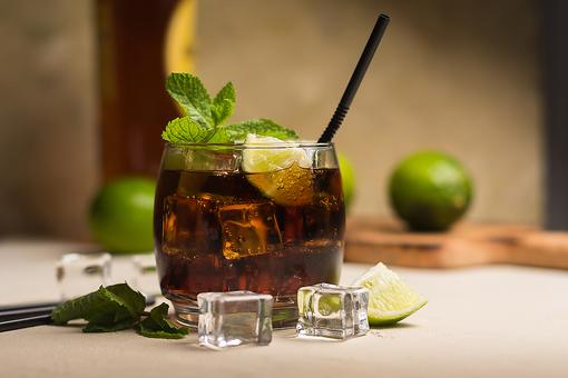 Classic Rum Drinks: How to Make a Cuba Libre (aka Rum and Coke) Cocktail