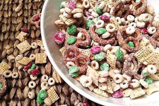 Christmas Snack Mix: How to Make Easy White Chocolate Reindeer Food