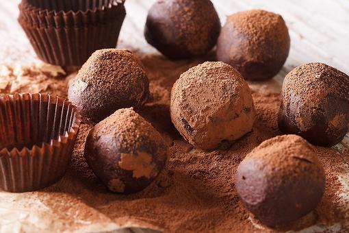 Decadent 4-Ingredient Chocolate Truffles Recipe: A Chocolate Recipe Worth Sharing