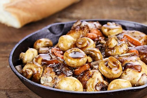 This Sherry-Braised Chicken & Mushrooms Recipe Is Protein Packed