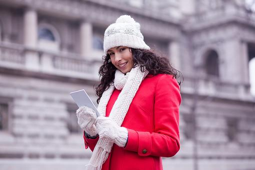 Texting in Cold Weather: Why You Need to Ditch Text-Friendly Gloves!