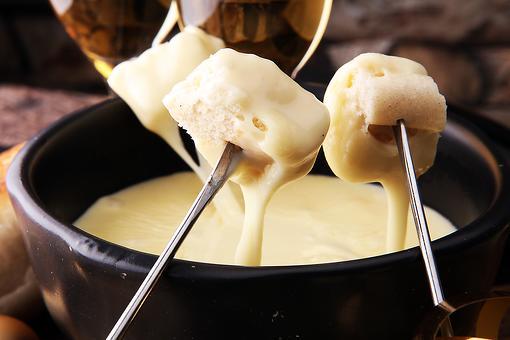 Do You Fondue? Make This Easy Cheese Fondue Recipe for National Cheese Fondue Day