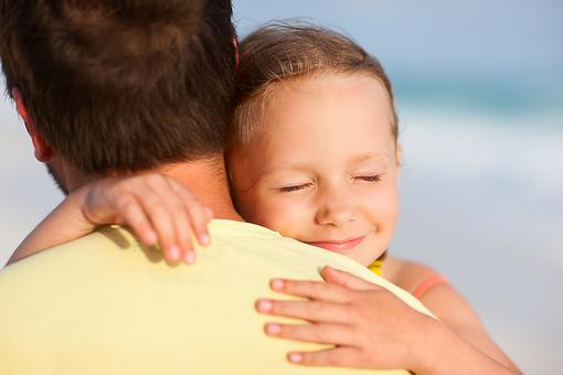 Do Your Kids Have a Loving, Involved Dad? 5 Reasons to Sing His Praises!