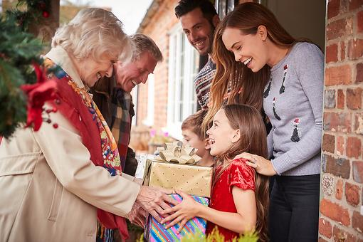 Do Your Kids Not Want to Hug Their Relatives? Parents, Here Are 6 Things to Consider During the Holiday Season