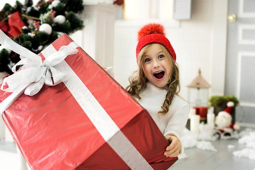 Don't Be a Grinch: How to Buy Safe & Fun Toys This Christmas!