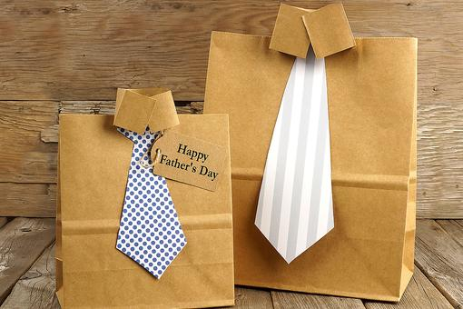 Dress Dad's Father's Day Gift Up With an Easy DIY Gift Bag! Here's How!