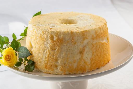 Easter Table Centerpieces: How to Turn an Angel Food Cake Into a Beautiful Basket!