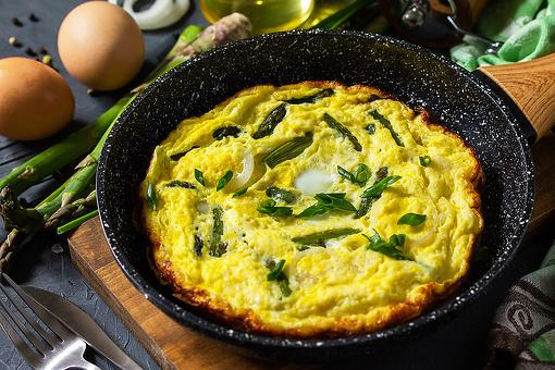 This Easy Asparagus & Eggs Recipe Is What Mom Wants for Mother's Day Breakfast