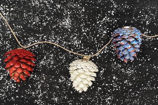 Easy DIY Holiday Project: How to Make Festive Pine Cone Decorations!