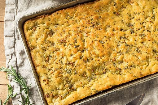 Rosemary Garlic Focaccia Bread Recipe: This Herbed Italian Bread Recipe Is Surprisingly Easy to Make
