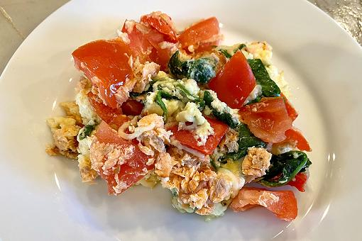 Easy Omelet Recipes: This Salmon, Spinach & Red Pepper Mediterranean Omelet Scramble Is Made With Healthy Egg Whites