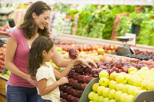 Eco-Friendly Grocery Shopping: 6 Ways to Make Your Trips to the Store More Earth-Friendly