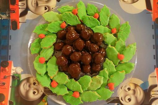 Edible Wreaths: How to Make a Fun Peanut Butter Ball Holiday Wreath!