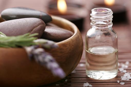 Aromatherapy During Pregnancy: How Essential Oils Can Help Pregnant Moms During Labor & Delivery