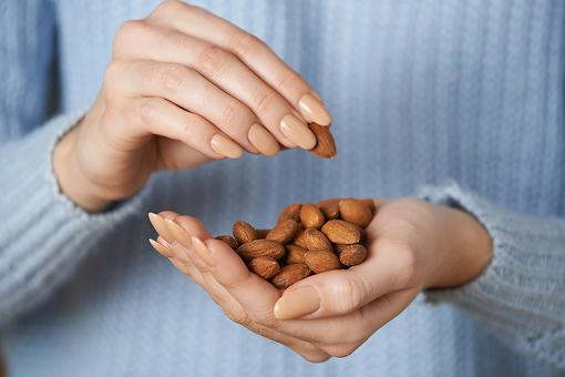 Nutritious Almond Snack Ideas & Heart-Healthy Eating Tips!