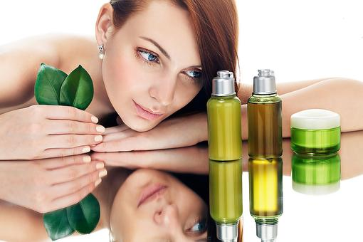 Facial Oils: Hydrate & Protect Your Skin With These Antioxidant-Packed Products!