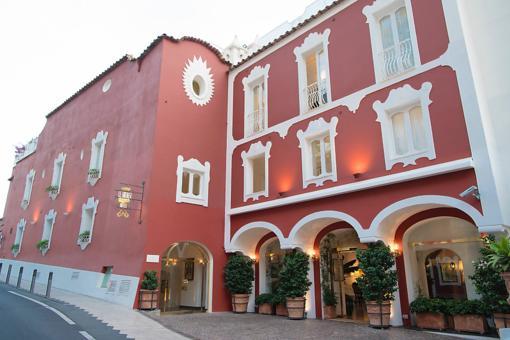 Hotels in Positano, Italy: Finding the Italian Dream at the La Sirenuse Hotel on the Amalfi Coast