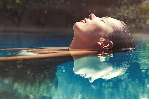 Floating In Quiet Darkness: How to Float Away Fear With Magnified Meditation
