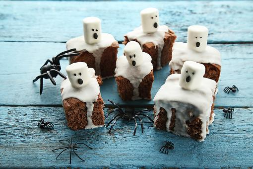Fast Halloween Desserts: How to Make Easy Ghost Treats for Trick-or-Treat!