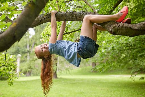 Go Climb a Tree: Here Are 13 Reasons Parents Should Encourage Kids to Climb Trees