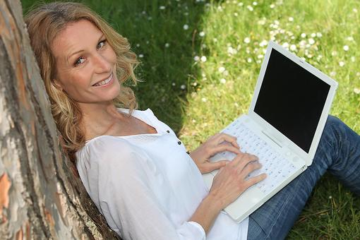 Work-From-Home Moms: Grab Your Laptop & Work Outside! Here's Why!