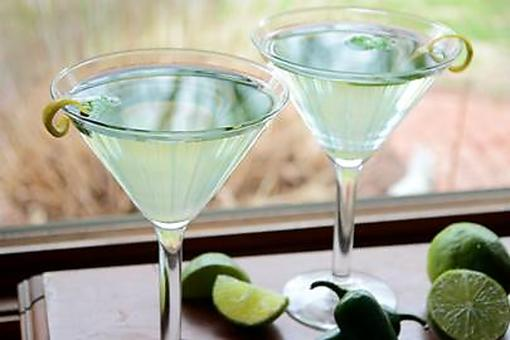 Green Cocktails: How to Make a Jalapeno Vodka Martini for St. Patrick's Day!