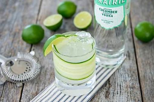 Vodka Cocktails: How to Make a Refreshing Cucumber Gimlet!