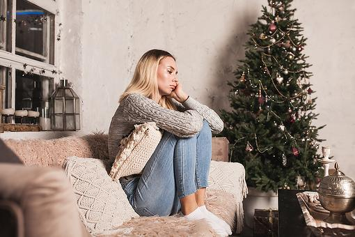 Grief & Sorrow During the Holidays: 3 Tips to Help Cope With & Manage Sadness During the Holiday Season