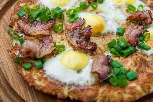 Hash Brown Breakfast Pizza Recipe: Make This Easy Potato Crust Pizza Recipe & Brunch Will Never Be the Same