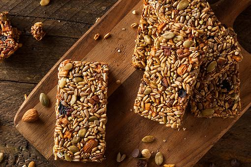 Healthy Granola Bar Recipe: A Chewy Trail Mix Granola Bar Recipe for Breakfast or Snacking