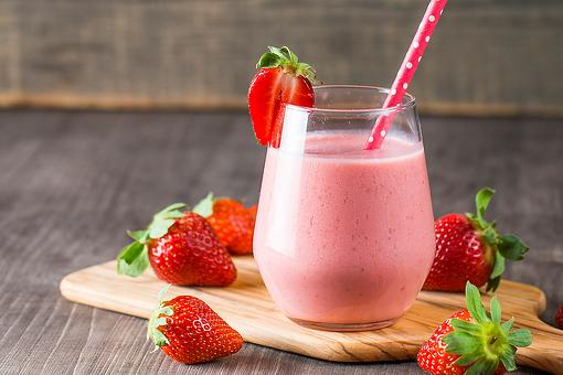 Healthy Smoothie Recipe: This 4-Ingredient Strawberry Smoothie Recipe Is Summer In a Cup