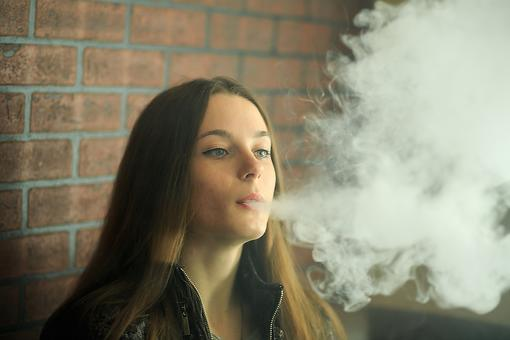 Mom & Dad, Is Your Teenager Vaping? Here Are 7 Signs Your Teen Might Be Using E-cigarettes