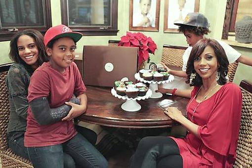 Holly Robinson Peete Prepares for Christmas & Kwanzaa!