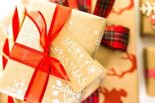 Homemade Holidays: How Kids Can Make Their Own DIY Wrapping Paper!