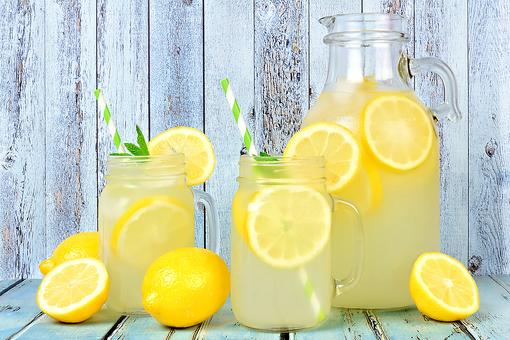 Non-Alcoholic Drink Recipes: This Old-fashioned Lemonade Recipe Uses Real Lemons, Is All Natural & Simply Delicious