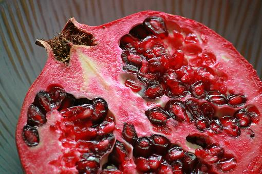 How to Get Those Pomegranate Seeds Out (Don't Be Scared)!