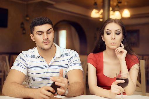 Dating Etiquette: How to Handle 7 Awkward Valentine's Day Date Moments!
