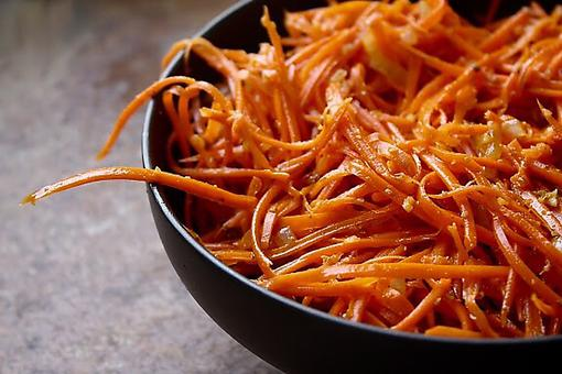 How to Make Carrot Salad With Roasted Cashews & Spicy Honey Vinaigrette!