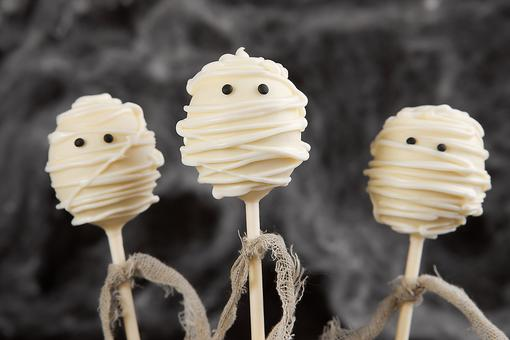 Mummy Cake Pops Recipe: How to Make Funny Mummy Cake Pops & Wrap Up Your Halloween