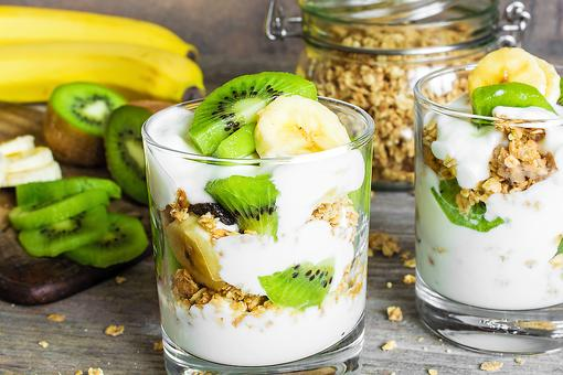 How to Make Healthy Fruit & Granola Yogurt Parfaits for Breakfast or Dessert!
