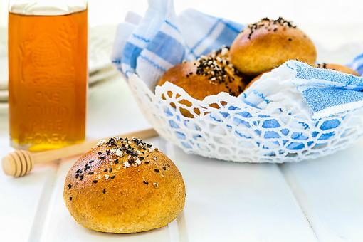 ​How to Make Honey Wheat Pretzel Rolls (Kid Approved)!