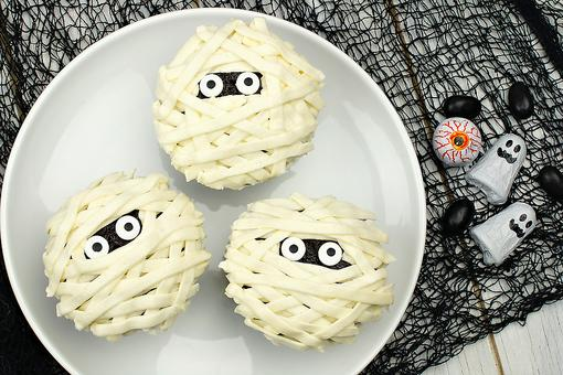 How to Make Mummy Cupcakes (Mum's the Word on How Easy They Are to Make for Halloween)