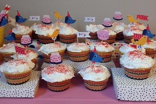 How to Make a Fancy DIY Cupcake Display in 30 Seconds or Less!