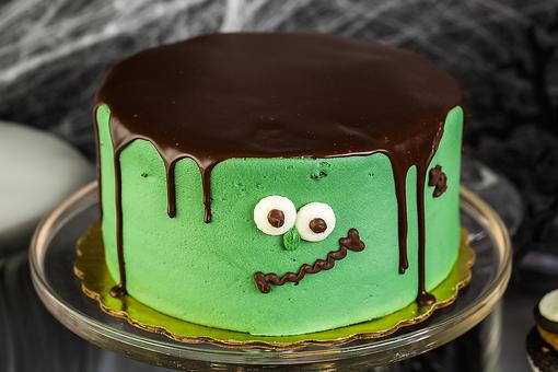 Halloween Cake Ideas: How to Make a Frankenstein Cake (Don't Be Scared, It's Easy!)