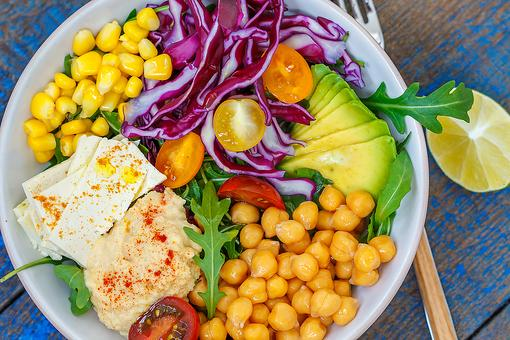 Vegan Bowls: A Healthy Bowl Recipe With Chickpeas, Tofu, Hummus & Veggies!