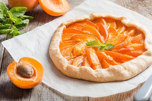 How to Make an Easy Apricot Galette (Impress Your Guests)!