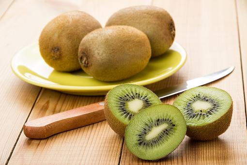 How to Peel a Kiwi in 30 Seconds or Less, Just Like a Chef!
