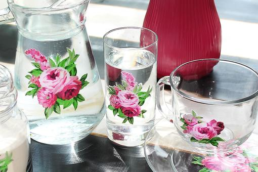 How to Turn Mismatched Glassware Into a Quirky Vintage Set!